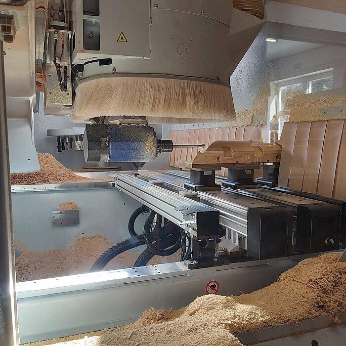 [Translate to Amerikanisch:] Homag CNC machine at Burfeind GmbH controlled by Comapss Software