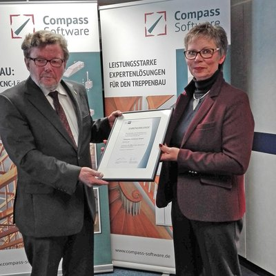 To celebrate 25 years of Compass Software, Chamber of Commerce representative Mrs. Preiss, awarded CEO Detlef Hollinderbaeumer with an honorary certificate to commemorate the company's anniversary.